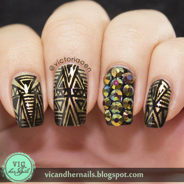 Stunning Geo Rhinestoned Nails nail art by Born Pretty