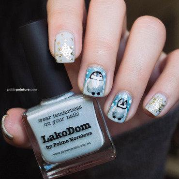 Penguins & Gold Snowflakes nail art by Petite Peinture