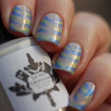 frozen nail art (cold version) nail art by Dorothy NailAssay