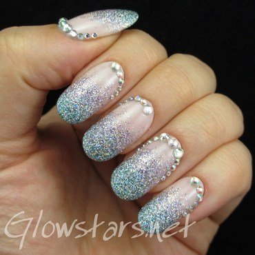 A rhinestoned glitter gradient nail art by Vic 'Glowstars' Pires