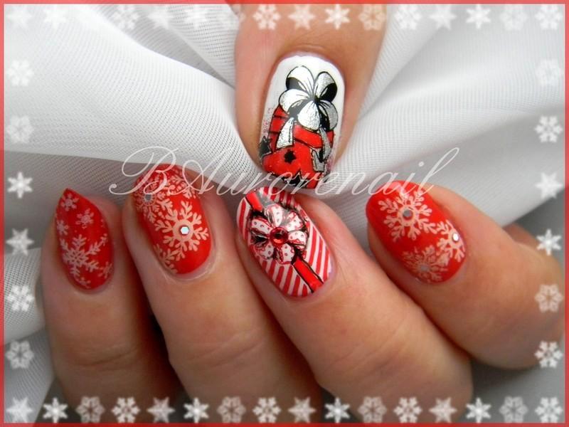 Noel en rouge et blanc nail art by BAurorenail