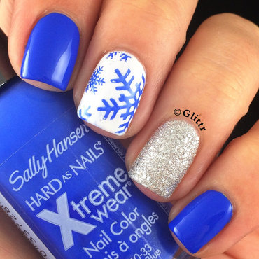 blue snowflakes nail art by Glittr
