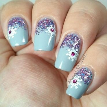 purple holo gradient with snowflake over gray nail art by Moni'sMani