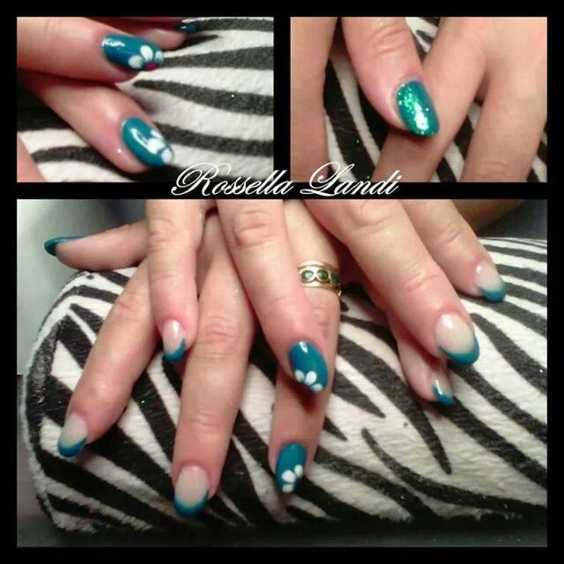 Green flower nail art by Rossella Landi