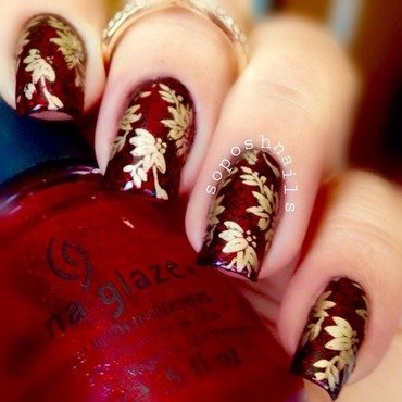 Gold Holly nail art by Debbie