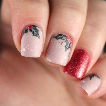 Holly nail art by Cocosnailss