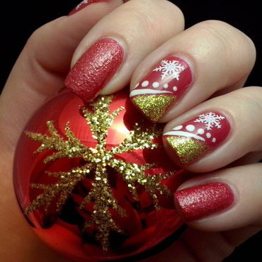 Christmas time nail art by Alice in Wonderland CZ