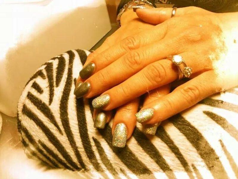 Grey glitter nail art by Rossella Landi