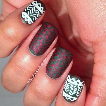 Holiday sweater nail art pic1 thumb370f