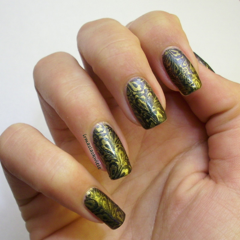 gold feathers nail art by irma