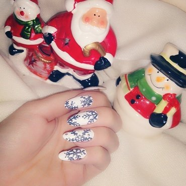 Glitter Snow Flakes ❄ nail art by Houry K