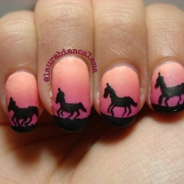 Gradient matte with horses nail art by Laura Biancalana