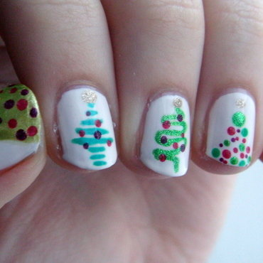 Christmas Trees nail art by Elin The Cupcake Cat