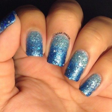 Textured blue gradient nail art by anas_manis