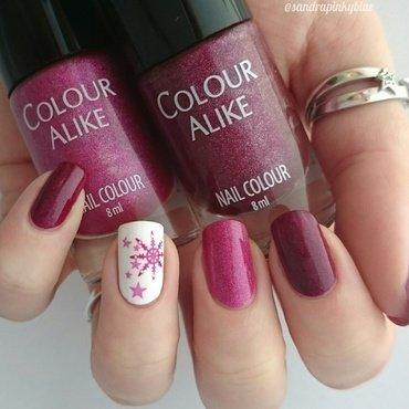 Pink snowflakes nail art by Pinkyblue Nailart