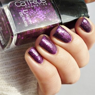 Catrice Plum Fiction Swatch by Romana
