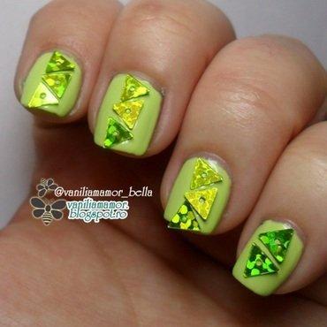 green nail art by Isabella