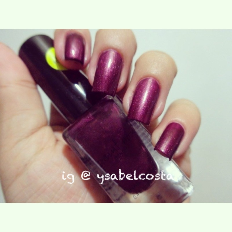 Bench paintbox Beet red Swatch by Katrina Ysabel Costa