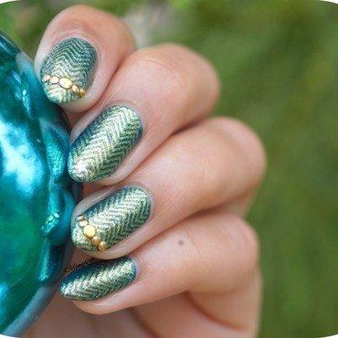 Chevrons nail art by MimieS Nail