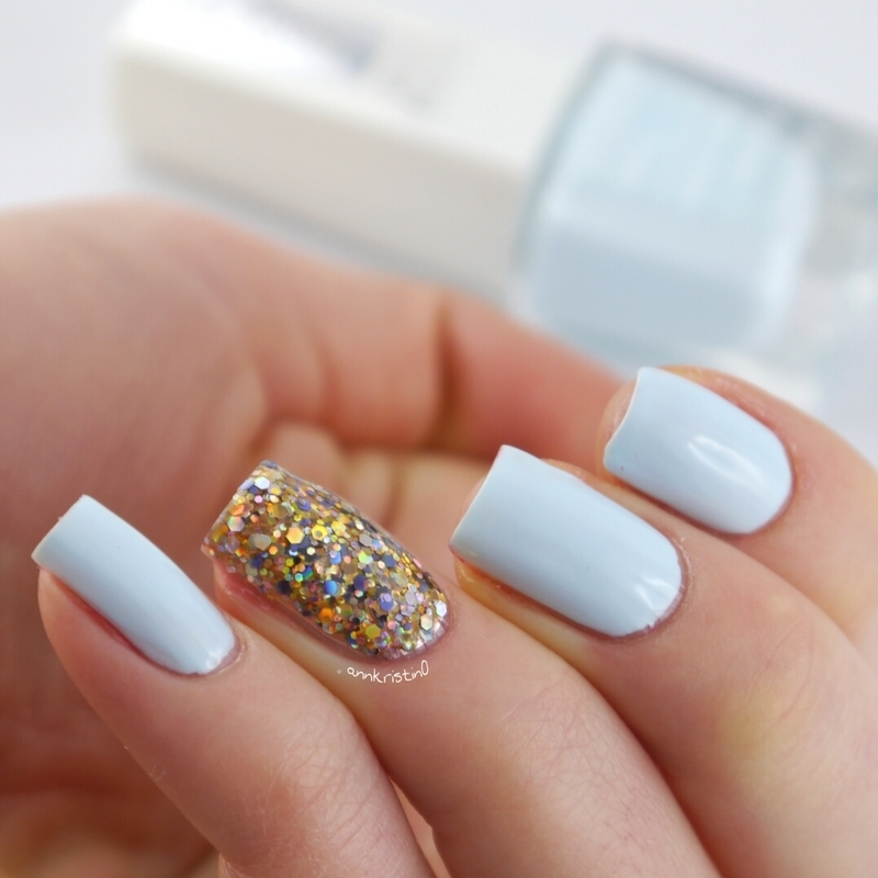 Isadora cloud and Deborah Lippmann Glitter and Be Gay Swatch by Ann-Kristin