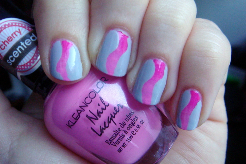 Wavy Gradient nail art by Elin The Cupcake Cat