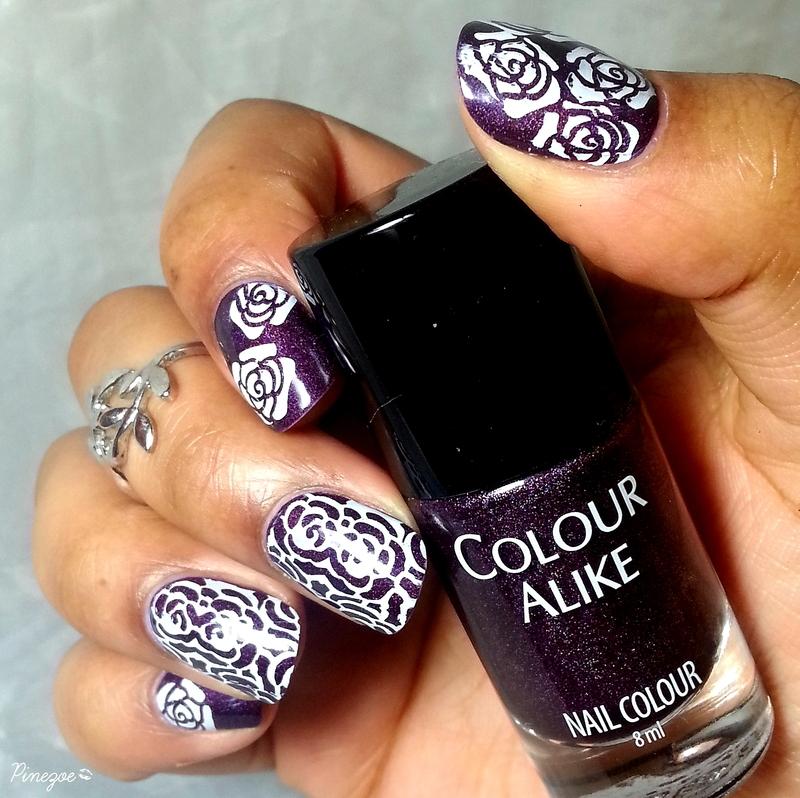 White Roses nail art by Pinezoe