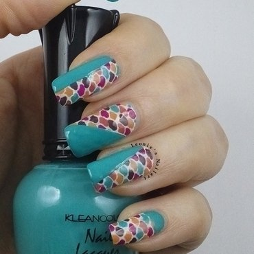 Retro nail art by Leonie