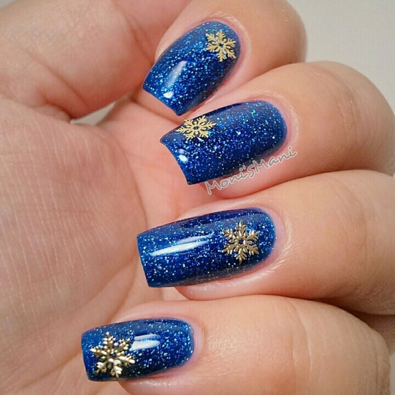 snowflake dream nail art by Moni'sMani