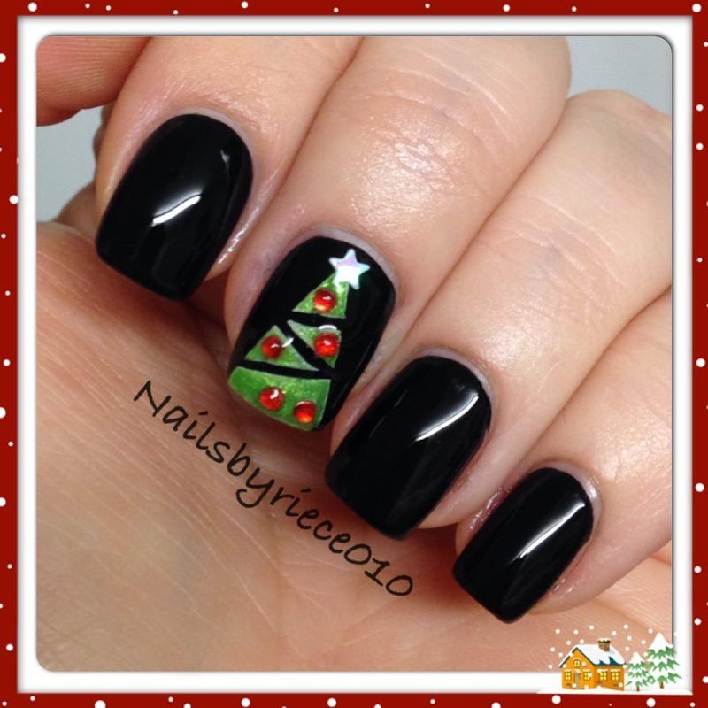Christmas Tree nail art by Riece