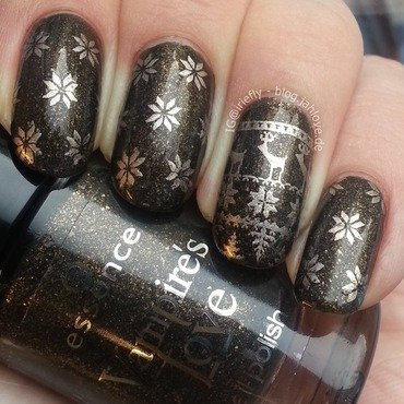 Cozy Sweater Nails nail art by iriefly