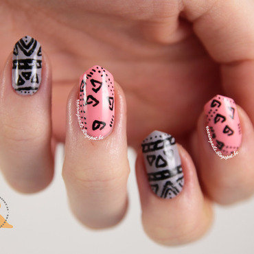 Doodles & Tribal nail art by Robin