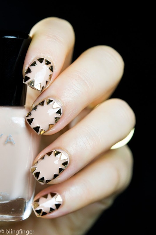 Triangle Frame nail art by  Petra  - Blingfinger