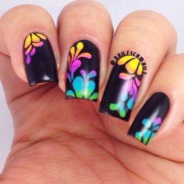 Gradient splashes nail art by Eterna Santos