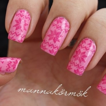 pink winter nail nail art by Marianna Kovács