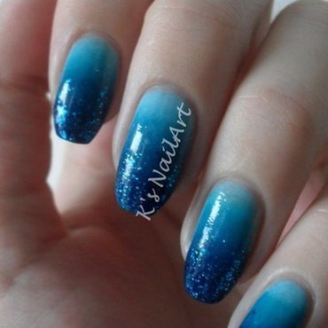 Blue winter gradient nails thumb370f