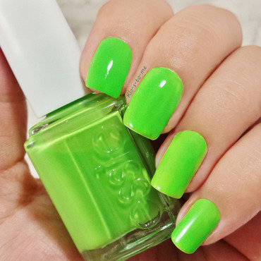 Essie Vices Versa Swatch by klo-s-to-me