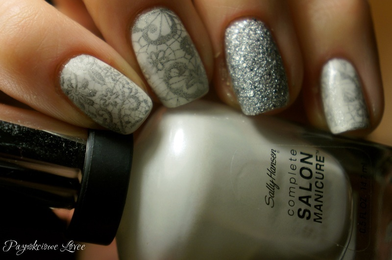 Snow dust nail art by PaznokcioweLovee