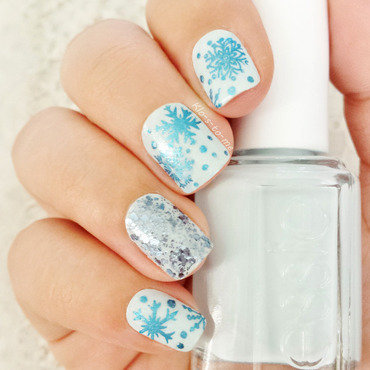 Let it snow ! nail art by klo-s-to-me