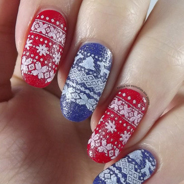 Reindeer sweater nail art by Maria
