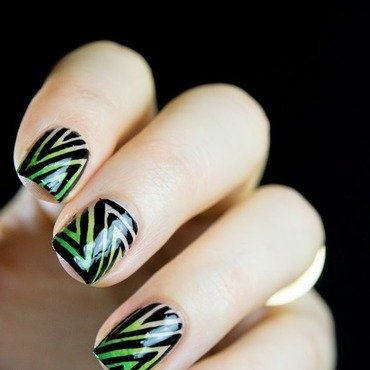 Zig zac pattern nail art 5 thumb370f