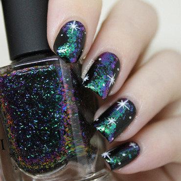 Flakie Galaxy nail art by Lisa Yabsley