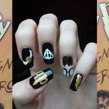 Harry Potter and the Nail Art nail art by Dominika Boruta