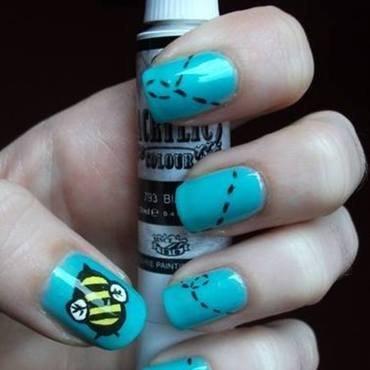 Bee's flight nail art by Dominika Boruta