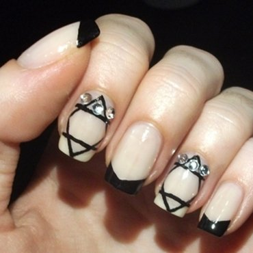 shine bright like a diamond 2 nail art by Dominika Boruta