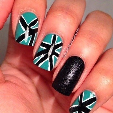 Freehand geometric nail art pic1 thumb370f