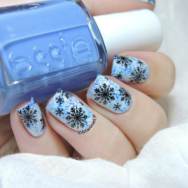 Let it snow nail art by Marine Loves Polish