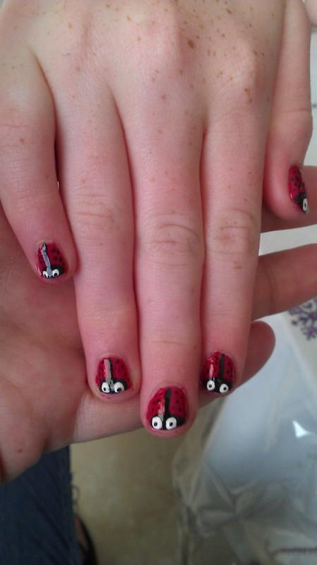 Little ladybugs  nail art by Jamilla
