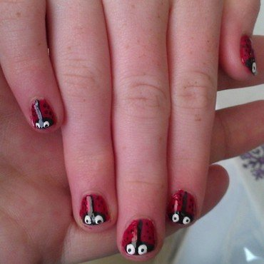Little ladybugs  nail art by Jamilla