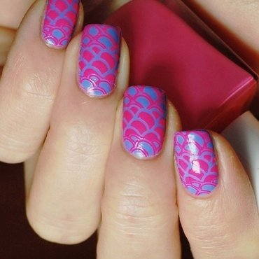 Pink and blue nail art by Yasinisi