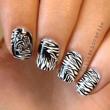 Can you spot the zebra? nail art by Lichelle (NailsbyLichelle)